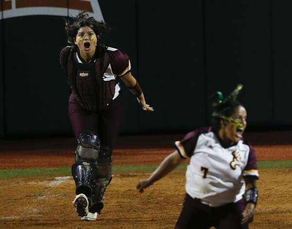 Deer Park catcher Erin Perez (17) celebrates after the team defeated Judson 1-0 to win the Class 6A UIL state championship at Red & Charline McCombs Field, Saturday, June 5, 2021, in Austin. Photo: Jason Fochtman/Staff Photographer / 2021 © Houston Chronicle