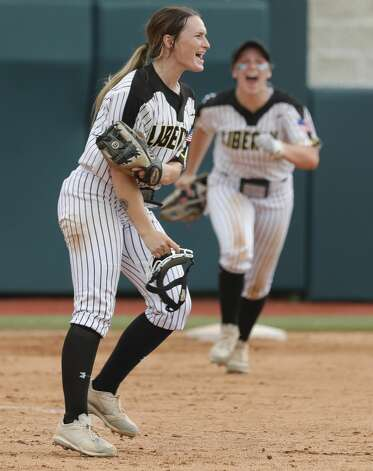 Liberty starting pitcher Kaci West (7) reacts after getting Alaunah Almaraz #11 of Calallen to fly out for the final out of the Class 4A UIL state championship game at Red & Charline McCombs Field, Saturday, June 5, 2021, in Austin. Liberty defeated Calallen 10-3. Photo: Jason Fochtman/Staff Photographer / 2021 © Houston Chronicle