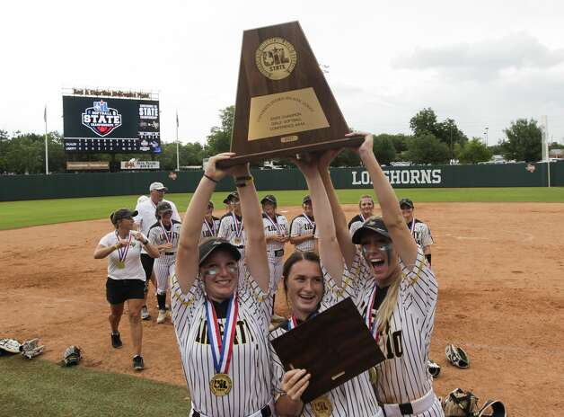 Liberty players celebrate after defeating Calallen 10-3 to win the Class 4A UIL state championship at Red & Charline McCombs Field, Saturday, June 5, 2021, in Austin. Photo: Jason Fochtman/Staff Photographer / 2021 © Houston Chronicle
