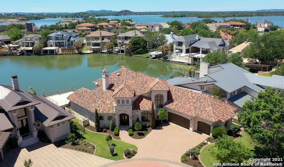 A mix of modern and Mediterranean-style custom homes is what you'll find in the resort city of Horseshoe Bay.