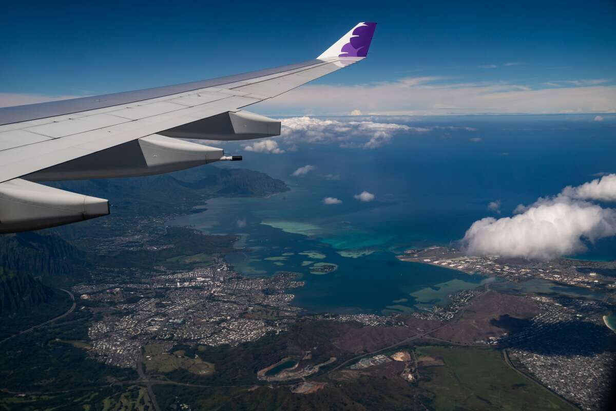 HONOLULU, HI - OCTOBER 15: The view of the windward side of Oahu, from aboard a Hawaiian Airlines flight from Los Angeles International Airport to Honolulu International Airport on Thursday, Oct. 15, 2020 above Honolulu, HI.(Kent Nishimura / Los Angeles Times via Getty Images)