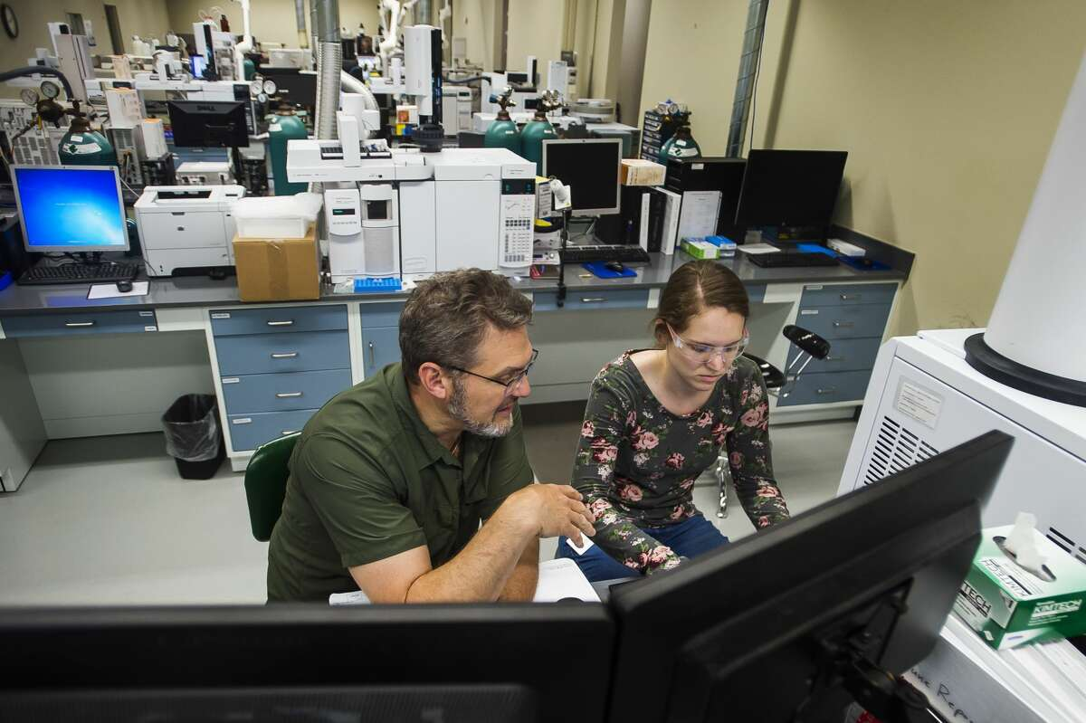 Art Ferruzzi, an analytical scientist at Impact Analytical, left, works with intern Chelsea Harmon, right, Wednesday, June 9, 2021 at the facility in Midland. (Katy Kildee/kkildee@mdn.net)