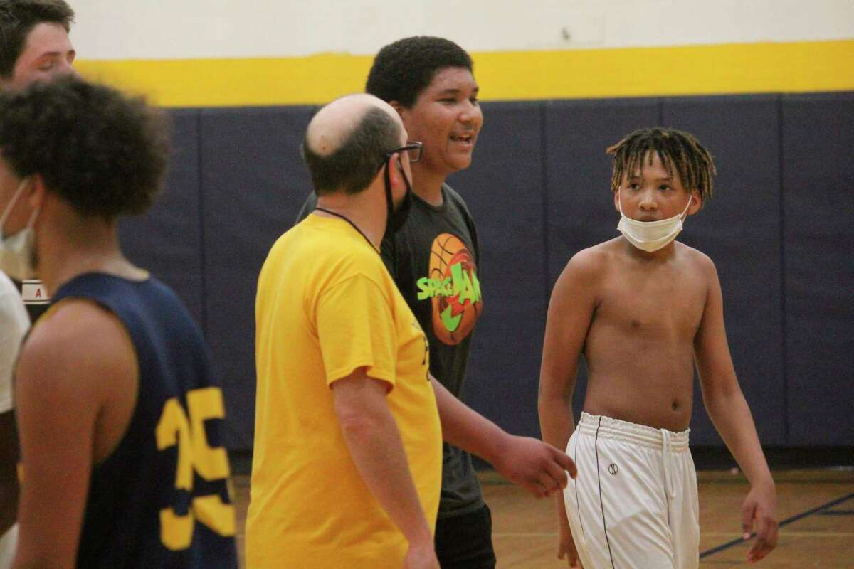 Baldwin basketball coach JJ Eads (center) works with his team on Tuesday. (Star file photo)