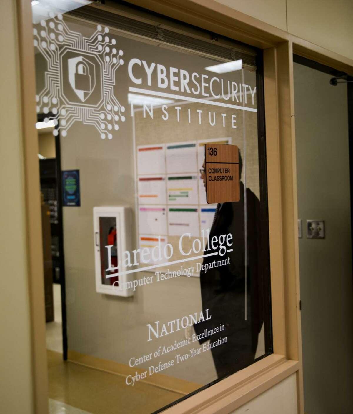 Laredo College está ofreciendo un curso gratuito de ciberseguridad para estudiantes de preparatoria. El campamento se llevará a cabo en la semana del 26 de julio al 30 de julio en el Ft. Campus de McIntosh.