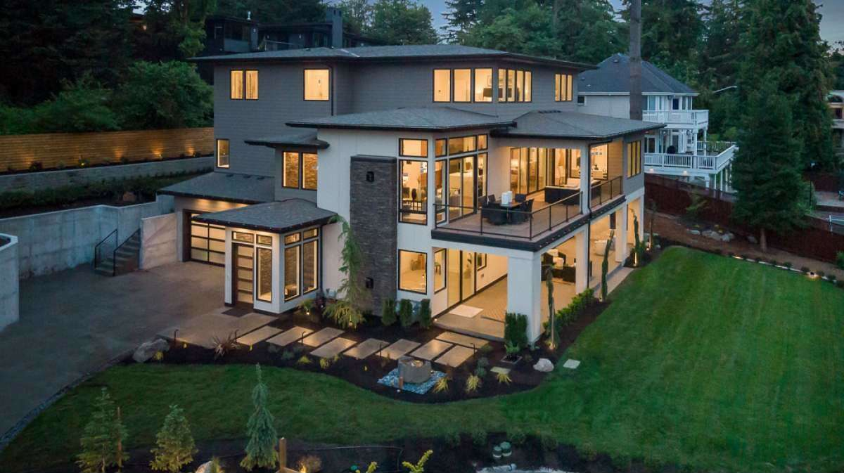 The house enjoys an elevated lookout from its perch in Bellevue. The landscape features 24 trees, 120 large and small bushes, 100 flowering plants, and 50 grass plants as well as a fountain.