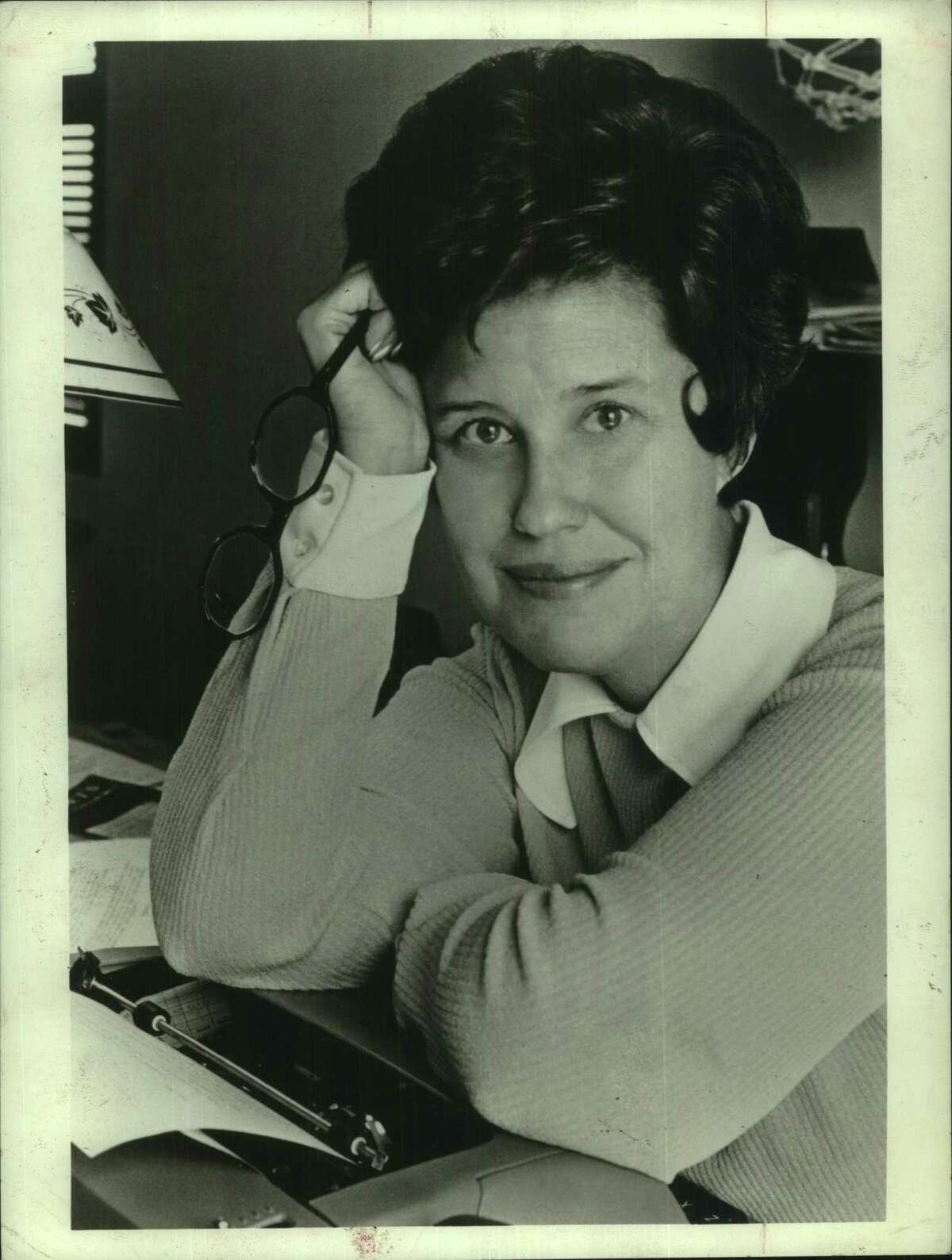 """At the height of her fame, Erma Bombeck's column, """"At Wit's End,"""" was syndicated in 900 newspapers."""