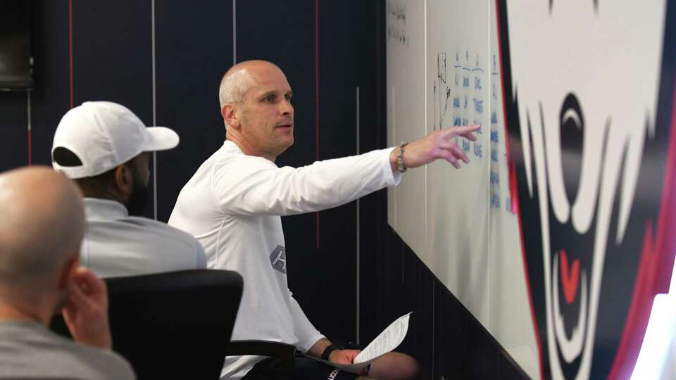 Behind the scenes with Dan Hurley as UConn basketball begins summer workouts