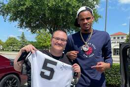 """File this one under Spurs player """"Deounte Murray is a real one.""""That's at least how Monique Dillard describes her encounter with the point guard on Friday. In just a few hours, she went from wishing she could meet the Spurs star to have him autograph her jersey to actually getting his John Hancock and a photo with him, thanks to Twitter."""