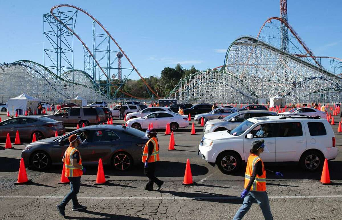 Volunteers work at a mass drive-through site at a Six Flags Magic Mountain parking lot in Valencia (Los Angeles County) in February.