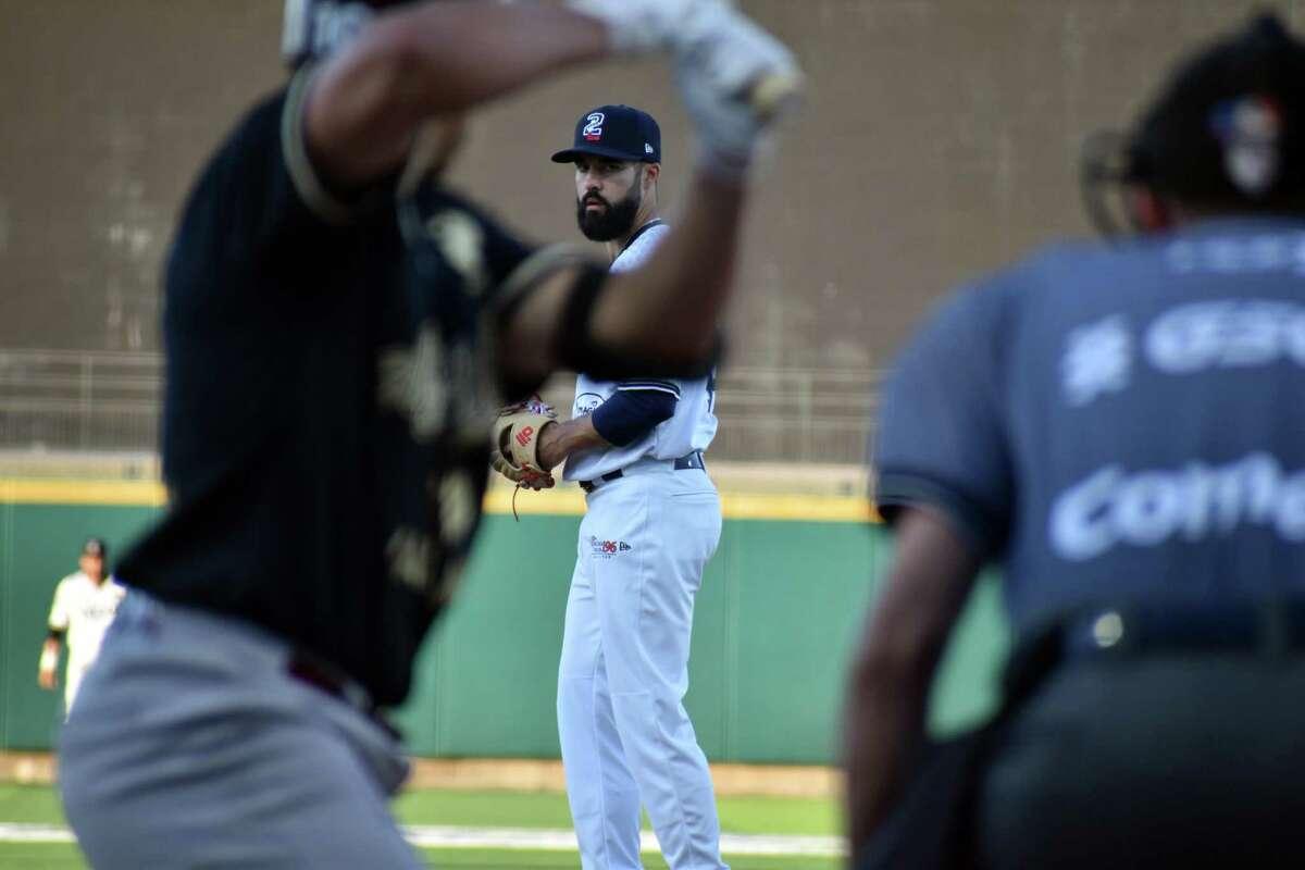 Josh Roeder and the Tecolotes Dos Laredos fell to Union Laguna 7-5 on Friday.