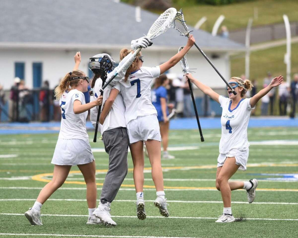 Darien celebrates its 14-6 win over Ludlowe in the Class L state championship game at Bunnell High in Stratford on Saturday.
