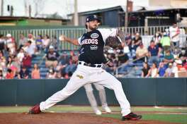 Starting pitcher Andre Rienzo threw six innings as the Tecolotes Dos Laredos defeated the Algodoneros Union Laguna on Saturday.