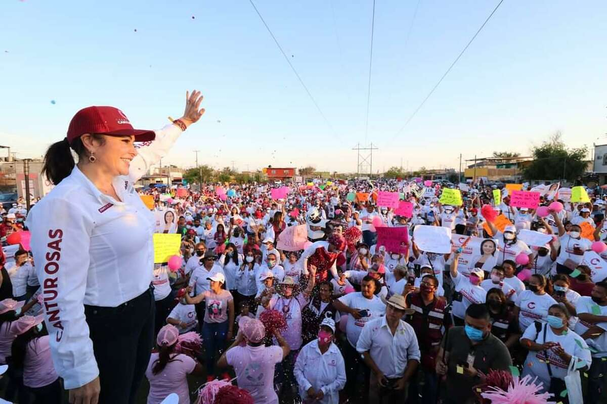 Carmen Lilia Canturosas celebrated with supporters Saturday after winning the Nuevo Laredo mayoral election by 2,152 votes following three recounts.