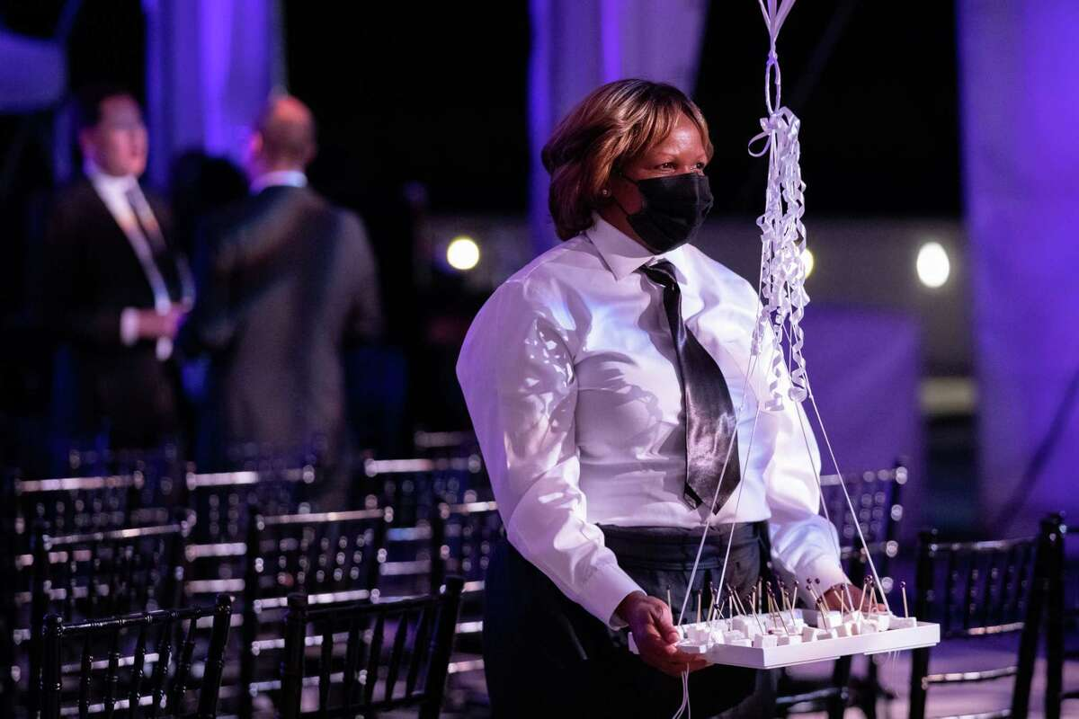 A caterer wears a face mask at The Washington Ballet Gala, which was hosted at the Kennedy Center in Washington on June 4.