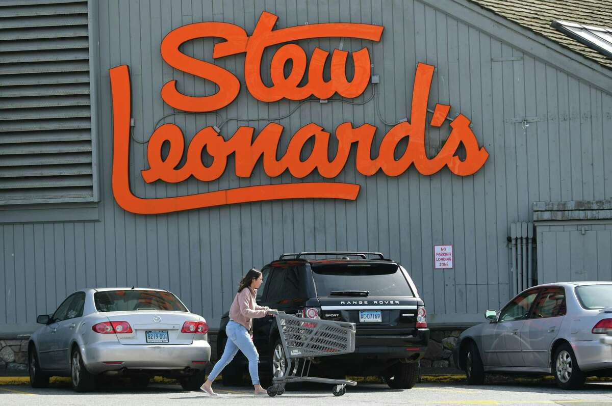 Shoppers partonize Stew Leonard's Wednesday, March 18, 2020, in Norwalk, Conn.
