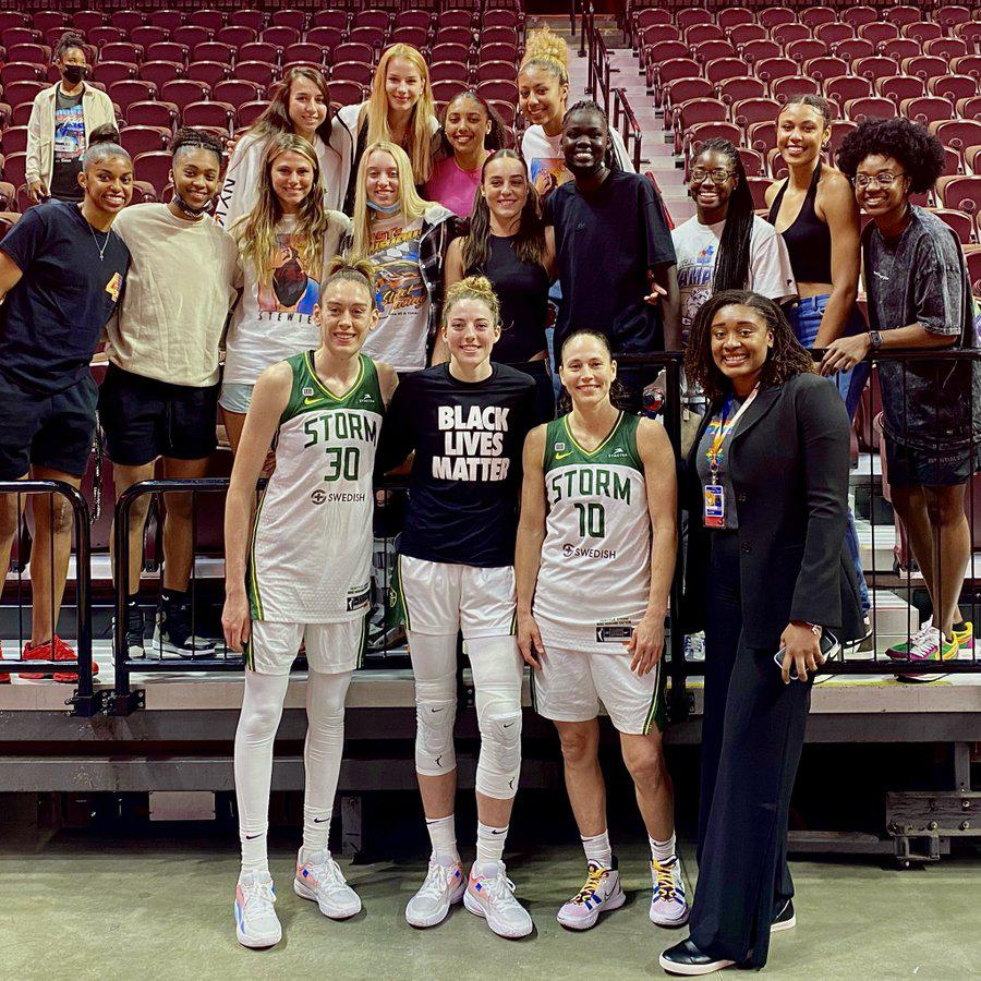 How many UConn women's basketball players, old and new, can you fit in one photo?