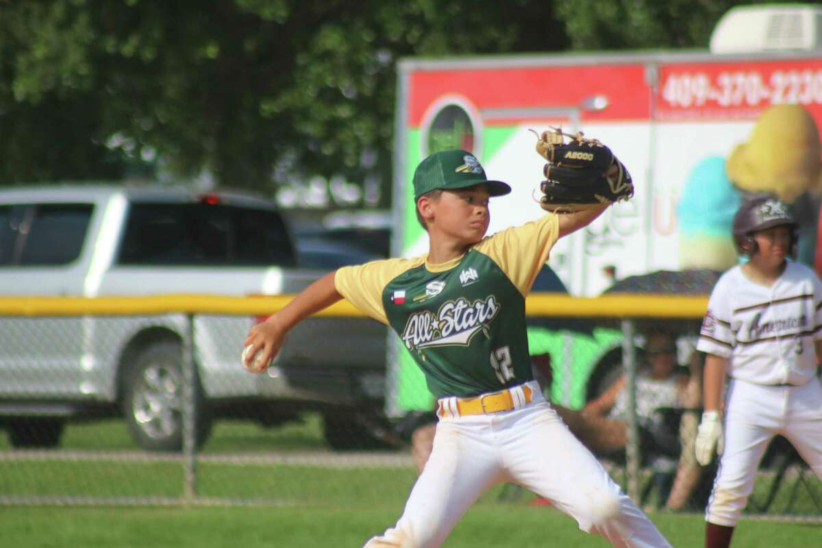 Santa Fe pitcher Jax Ivy works on his no-hitter against League City American Saturday afternoon. Ivy walked one batter during his four-inning no-no.