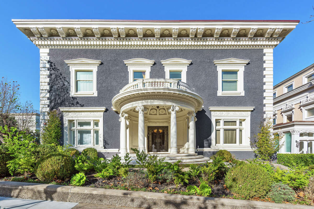 It's got the quintessential Pac Heights curb appeal.