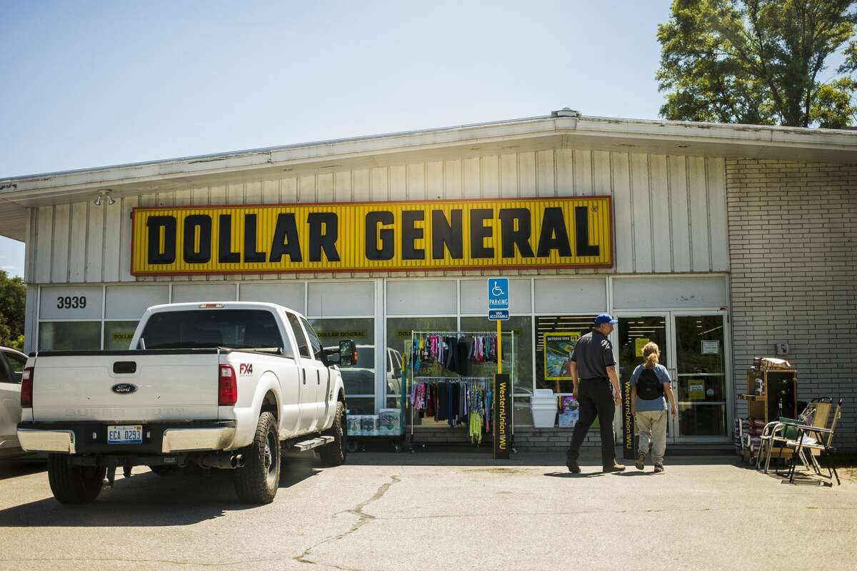 The Dollar General store at 3939 Isabella St. location is currently for sale, and will relocate to 400 S. Sandow Road when construction is complete. (Katy Kildee/kkildee@mdn.net)