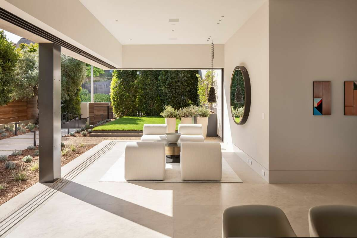 The boundary between indoor and outdoor spaces can be taken away, thanks to glass walls that are also fully retractable doors.