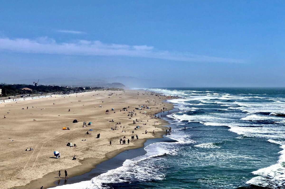 Highs continue to near 80° along the edge of the Western edge of continental United States at Ocean Beach this afternoon at 4pm on June 17, 2021.