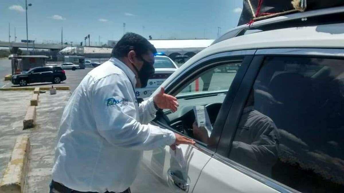 Exhortan a aproximadamente 25 conductores a utilizar el cinturón de seguridad y trabajan en coordinación con la Policía Estatal destacamentada en esa área,