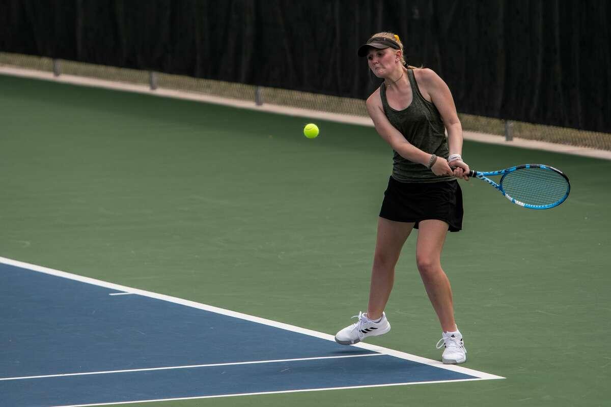 Dow High's Savannah Matuszewski returns a shot during a May 20, 2021 regional tournament at the Greater Midland Tennis Center.