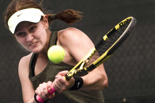 Dow High's Zoe Angell hits a backhand during a May 20, 2021 regional tournament at the Greater Midland Tennis Center.