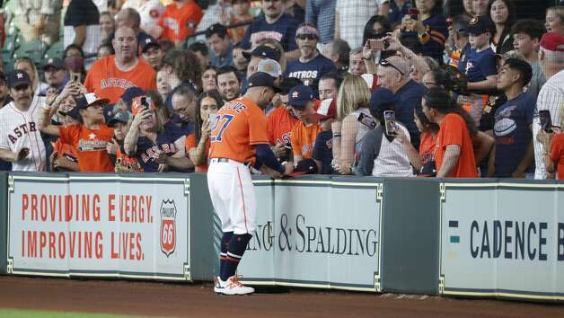 Houston Astros second baseman Jose Altuve (27) signs autographs before the start of the first inning of an MLB baseball game at Minute Maid Park, Friday, June 18, 2021. Photo: Karen Warren/Staff Photographer / @2021 Houston Chronicle