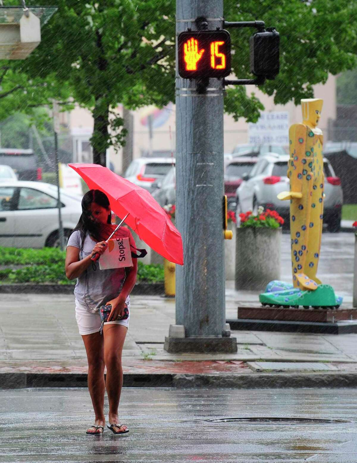 There is a chance of rain throughout the weekend and into Monday and Tuesday, with skies clearing up Wednesday, according to current forecasts for Connecticut.