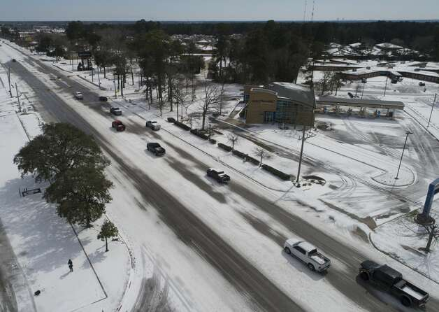 Vehicles drive down Texas Highway 105 through ice and snow, Tuesday, Feb. 16, 2021, in Conroe. Photo: Jason Fochtman/Staff Photographer / 2021 © Houston Chronicle