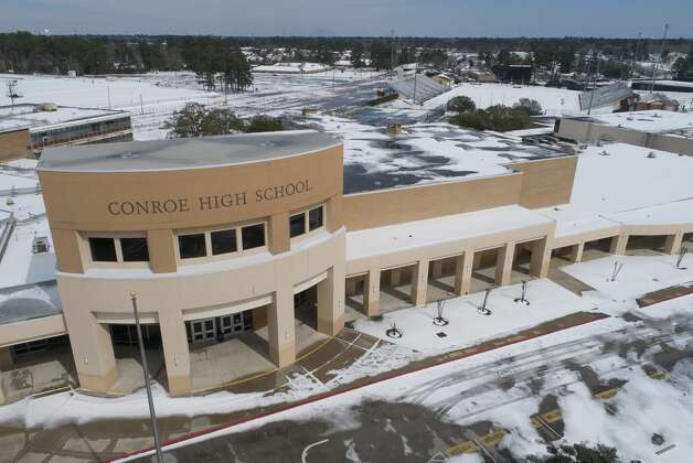Conroe High School is seen, Tuesday, Feb. 16, 2021, in Conroe. The district announced Tuesday campuses would continue to be closed through Wednesday. Photo: Jason Fochtman/Staff Photographer / 2021 © Houston Chronicle