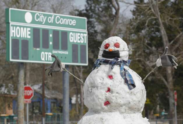 A snowman is seen wearing a face mask at Booker T. Washington Park, Tuesday, Feb. 16, 2021, in Conroe. Photo: Jason Fochtman/Staff Photographer / 2021 © Houston Chronicle