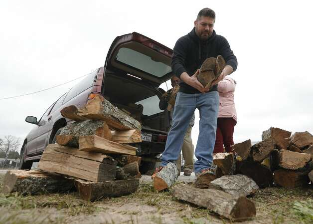 Louis Garcia helps stack firewood to sell along FM 1314, Thursday, Feb. 18, 2021, in New Caney. Photo: Jason Fochtman/Staff Photographer / 2021 © Houston Chronicle