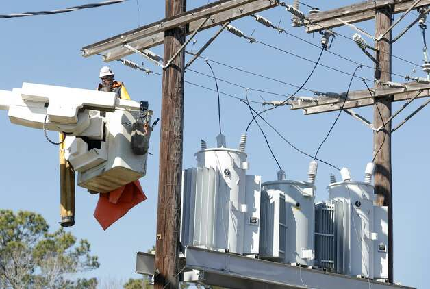 Bright Star Solutions utility line contractors workers on power lines for a nearby subdivision, Friday, Feb. 18, 2021, in Montgomery. Photo: Jason Fochtman/Staff Photographer / 2021 © Houston Chronicle