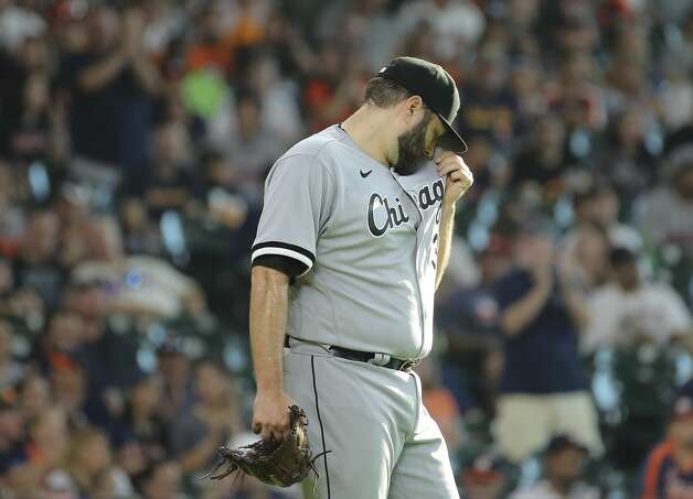 Chicago White Sox starting pitcher Lance Lynn (33) wipes sweat off his face during the bottom first inning of the MLB game against the Houston Astros Saturday, June 19, 2021, at Minute Maid Park in Houston. Photo: Yi-Chin Lee/Staff Photographer / © 2021 Houston Chronicle