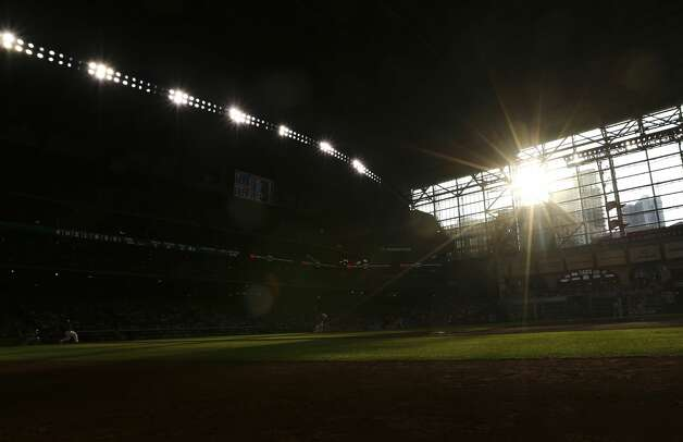 The sun shines during the bottom second inning of the MLB game between Houston Astros and Chicago White Sox Saturday, June 19, 2021, at Minute Maid Park in Houston. Photo: Yi-Chin Lee/Staff Photographer / © 2021 Houston Chronicle