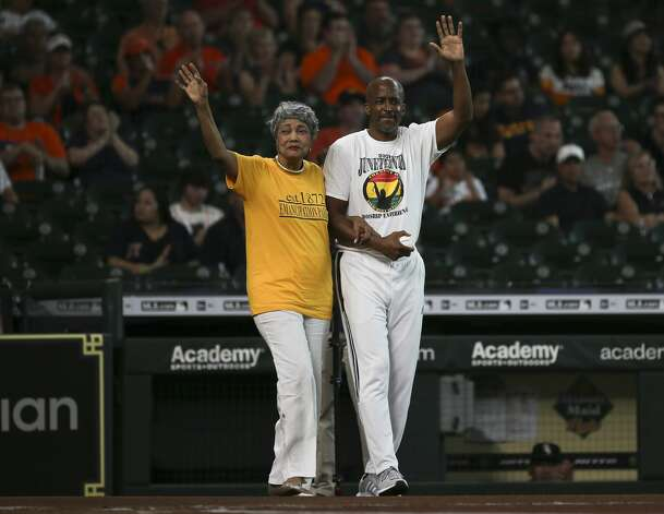 Jaqueline W. Bostic, Vice Chair of the Emancipation Park Conservancy Board of Directors, left, is invited to perform the first pitch of the MLB game between Houston Astros and Chicago White Sox to celebrate Juneteenth Saturday, June 19, 2021, at Minute Maid Park in Houston. Bostic was accompanied by son-in-law. Photo: Yi-Chin Lee/Staff Photographer / © 2021 Houston Chronicle