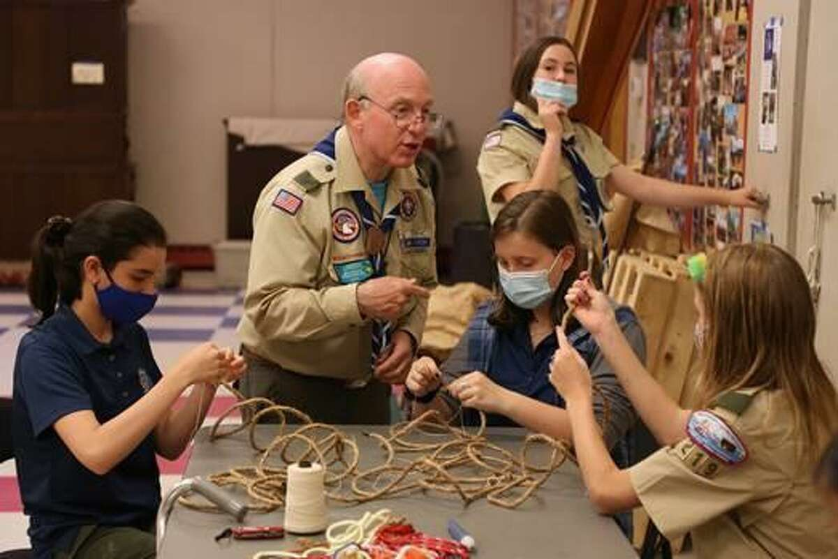 Longtime scout leader Grant Evans, committee member for Troop 219, shares some guidance for a knot-tying activity.