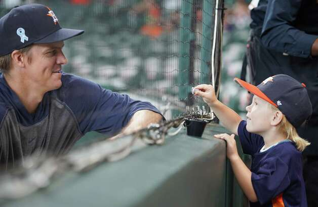 Houston Astros starting pitcher Zack Greinke (21) chats with his son Griffin, before the Astros host the Chicago White Sox at Minute Maid Park in Houston on Sunday, June 20, 2021. Photo: Elizabeth Conley, Staff Photographer / © 2021 Houston Chronicle