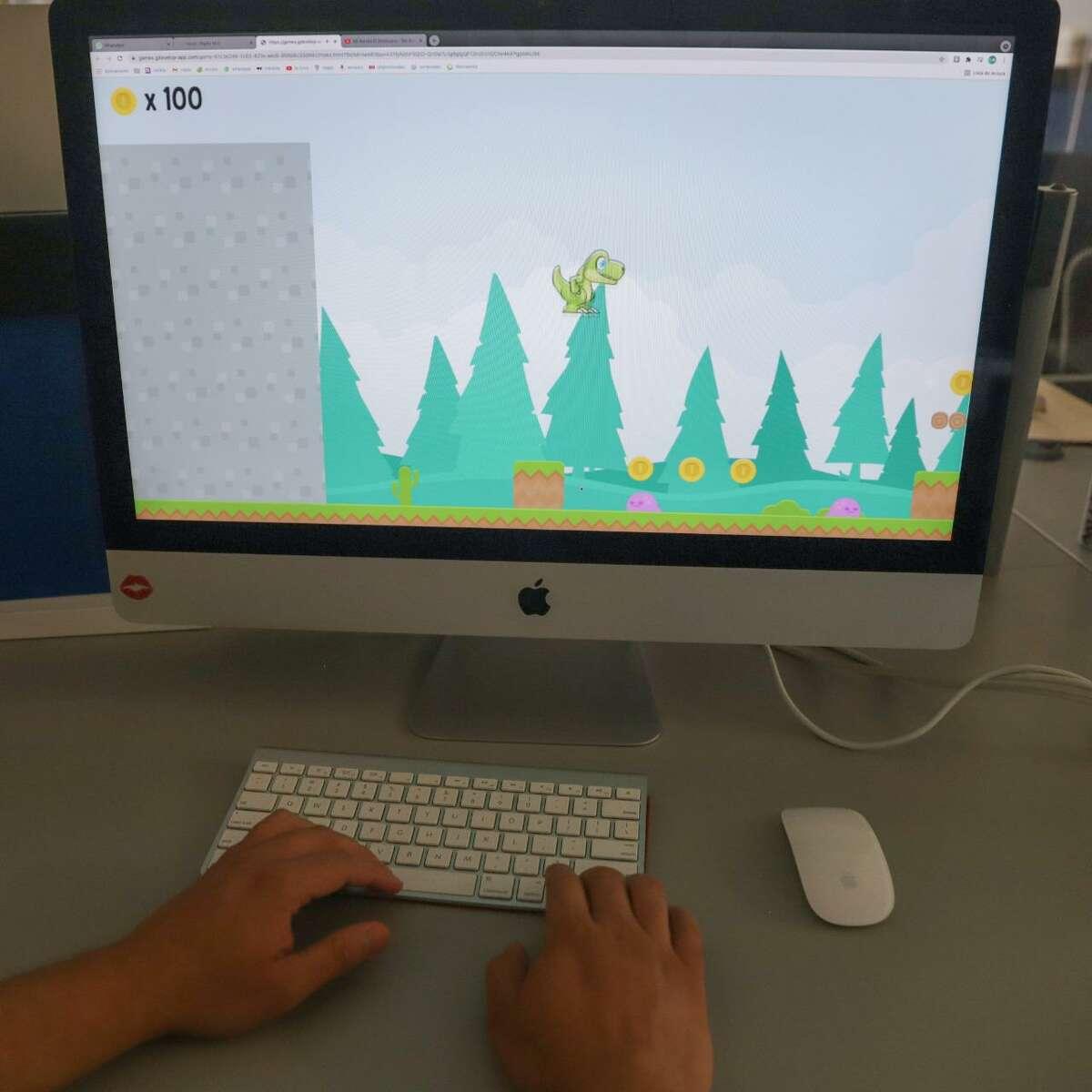 """El videojuego """"Dino camino al museo"""" ha sido lanzado en forma gratuita por la Dirección de Arte y Cultura de Nuevo Laredo, México, con la intención de acercar a los menores a las actividades culturales del Centro Cultural Nuevo Laredo."""