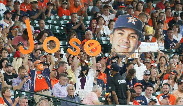 A nearly-full crowd of Houston Astros enjoyed Sunday's game against Chicago White Sox fans at Minute Maid Park in Houston on Sunday, June 20, 2021. Houston Astros won the game 8-2. Photo: Elizabeth Conley/Staff Photographer / © 2021 Houston Chronicle