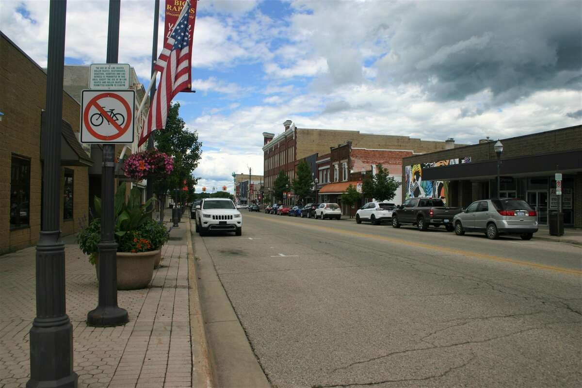 Big Rapids city commissioners voted against adopting an amendment that would restrict additional marijuana businesses in the downtown area by a vote of 3-2 during its meeting this week.