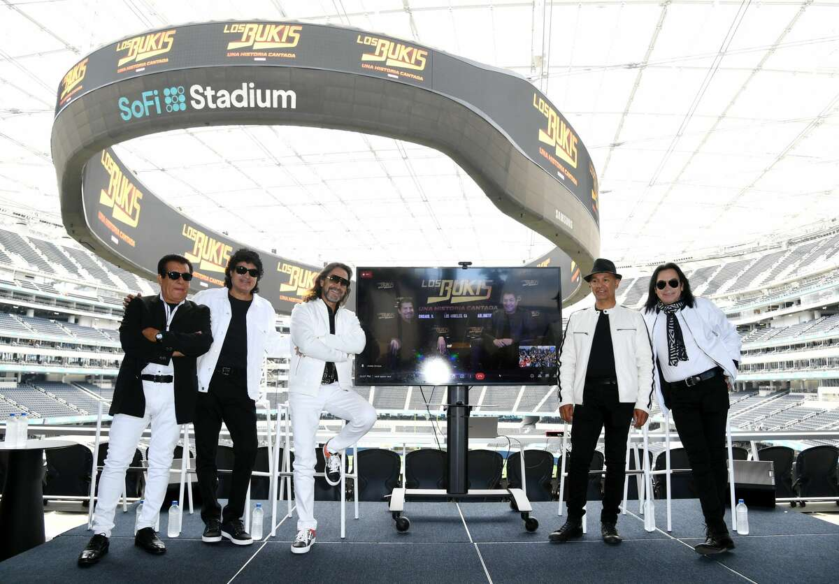 INGLEWOOD, CALIFORNIA - JUNE 14: (L-R) Pedro Sanchez, Roberto Guadarrama, Marco Antonio Solis, Eusebio Cortes and Jose Javier Solis with Joel Solis and Pepe Guadarrama seen on screen as Los Bukis announces their reunion after 25 Years during a press conference at SoFi Stadium on June 14, 2021 in Inglewood, California. (Photo by JC Olivera/Getty Images)