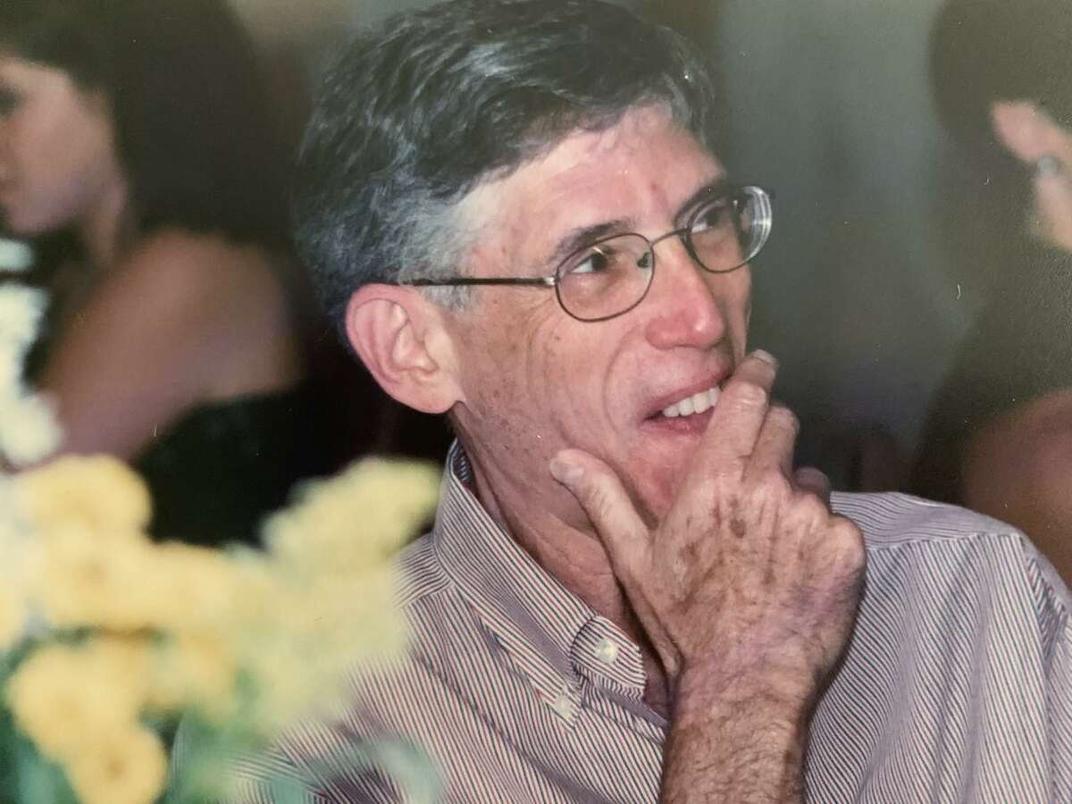 Lee Franzman, a former girls basketball coach at four different schools, died on June 20, 2021. He was 80.
