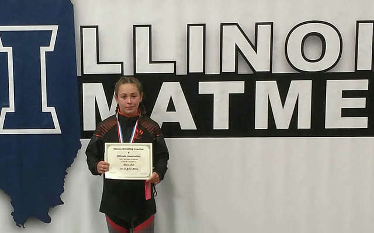 Edwardsville freshman Olivia Coll poses with her fourth-place certificate from the IWCOA girls state tournament on Saturday in Springfield.