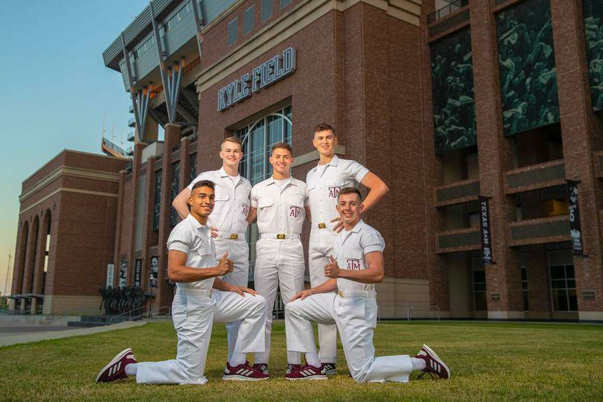 Texas A&M's Yell Leaders will be visiting the Laredo A&M Club Saturday, inviting former students and Aggie friends to the local event.