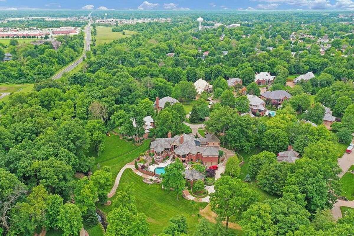 101 Friars Ln, Edwardsville