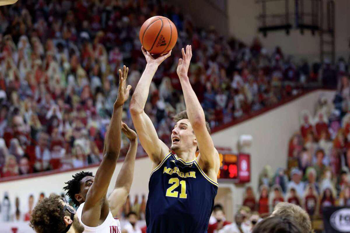BLOOMINGTON, INDIANA - FEBRUARY 27: Franz Wagner #21 of the Michigan Wolverines shoots the ball in the game against the Indiana Hoosiers during the second half at Assembly Hall on February 27, 2021 in Bloomington, Indiana. (Photo by Justin Casterline/Getty Images)