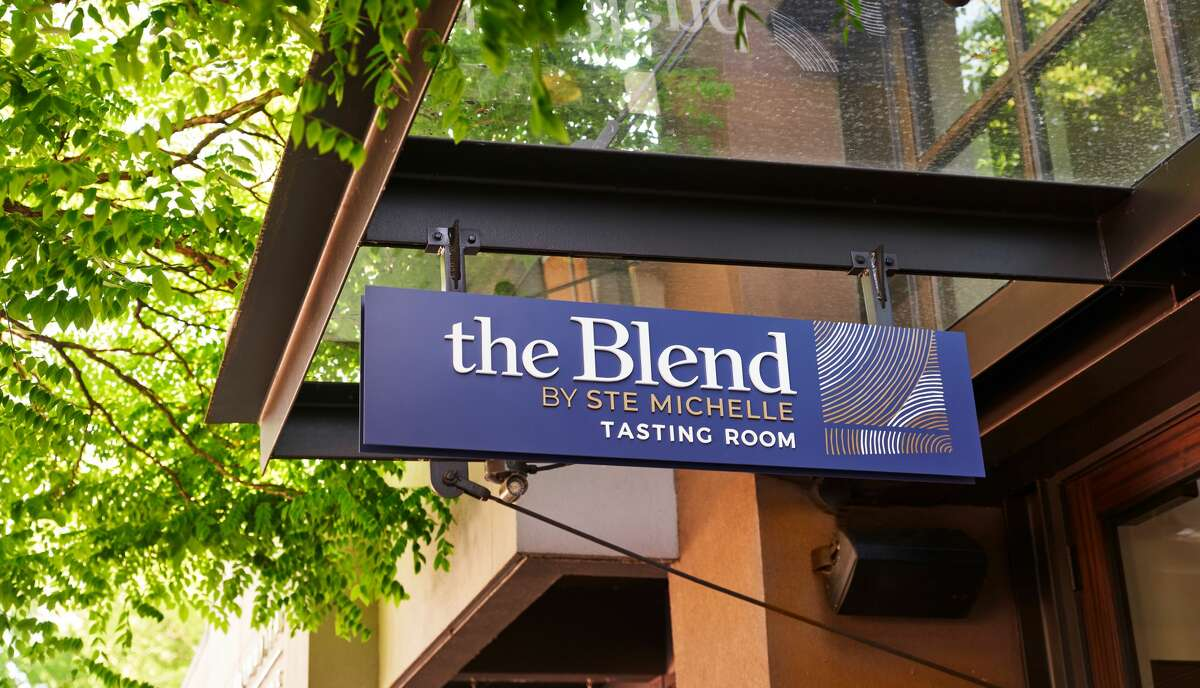 The Blend sign on Lake Street in Kirkland welcomes wine lovers.